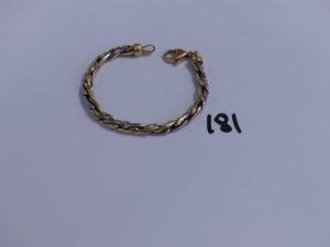 1 bracelet maille tréssée bicolore en or (un peu cabossé, L 19cm). PB 15,7g
