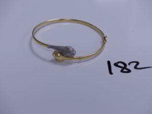 1 bracelet en or semi-rigide et ouvrant à décor de têtes de panthères dont les yeux sont ornés de petits diamants (Diamètre 5/6cm). PB 8,8g