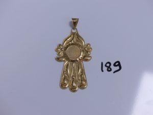1 pendentif main ouvragée en or (H 9cm). PB 10,5g