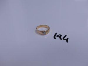 1 bague demi-jonc en or sertie d'un petit diamant taille rose (abimé, Td57). PB 4g