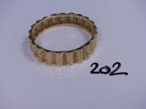 1 bracelet rigide et ajouré en or (Diamètre 6cm). PB 16,4g