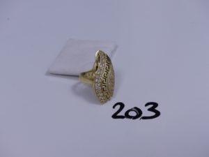 1 bague en or ouvragée et ornée de petites pierres (Td61). PB 6,4g