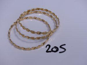 3 bracelets rigides et torsadés en or (Diamètre 6,5cm). PB 39,6g
