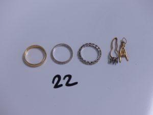 3 Alliances en or (1 intérieur gravé, Td54)(1 ciselée, Td52)(1 ornée de diamants en tour complet, Td50) et 1 lot casse en or. PB 10,8g