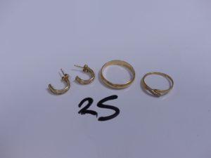 1 Paire de boucles en or ornées de pierres; 1 bague en or bicolore ornée de 3 petits diamants (Td53) et 1 alliance en or (Td61). PB 5,9g