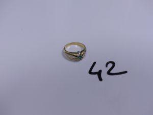 1 Bague en or ornée d'une petite pierre verte (monture fendue, Td54). PB 6g