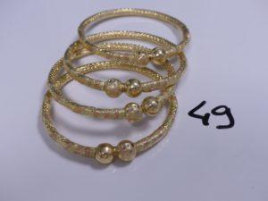 4 Bracelets 3 ors rigides à décor de 2 boules (Diamètre 7cm). PB 51,9g
