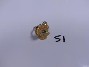 1 Bague en or à décor floral orné d'une pierre bleue (Td60). PB 6g