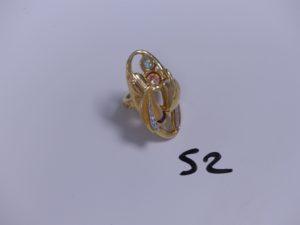 1 Bague en or bicolore ornée de 3 pierres colorées (Td52). PB 7,4g