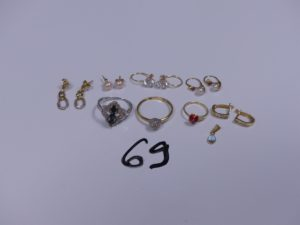 3 Bagues en or (1 ornée de 3 petites pierres bleues, Td55)(1 pour enfant à décor d'une coccinelle)(1 bicolore, Td56), 10 boucles en or (2 ornées d'une perle blanche)(2 pendants bicolores ornés de petits diamants)(2 ornées d'une pierre blanche)(2 ornées de petites pierres)(2 ornées d'une petite pierre rouge et d'une perle blanche) et 1 pendentif en or