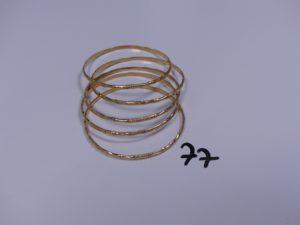 5 Bracelets en or rigides et ciselés (Diamètre 6,5cm). PB 48,6g