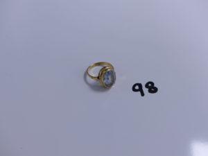 1 bague en or ornée d'une pierre bleue ciel (td51). PB 5,1g