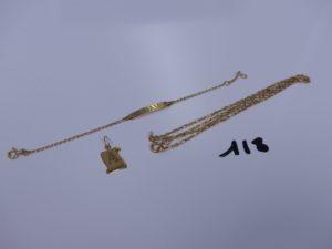 1 bracelet gourmette en or gravé pour enfant (L14cm), 1 pendentif lettre A gravée et 1 chaîne maille alternée (L42cm). Le tout en or 5,6g