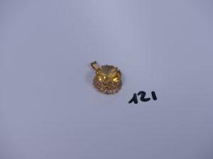 1 pendentif monture or serti-griffes une grosse pierre jaune. PB 5,8g