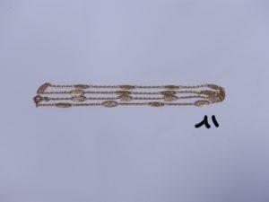 1 collier en or orné de motifs filigranés (L52cm). PB 6,5g