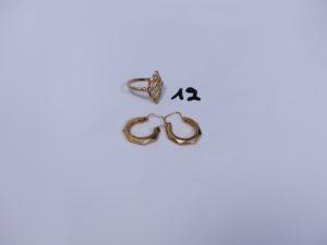 1 paire de créoles ciselées en or et 1 bague en or (Td55). PB 3,5g