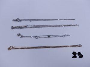1 chaîne fine en or (L42cm) 2 colliers en or (1 centre motif orné de petits diamants L40cm)(1 avec pendentif orné de 2 petites pierres L41cm). PB 5,3g + 1 collier et son pendentif orné d'un petit diamant (à démmêler). Le tout en alliage 9K.PB 1g