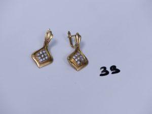 2 pendants en or ornés de petites pierres (1 chaton vide). PB 8,1g