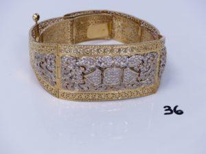1 ceinture en or maille articulée, motif central bicolore et orné de pierres (L76cm). PB 206g