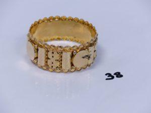 1 bracelet large en or orné de motifs ouvragés (diamètre 7cm). PB 19,6g