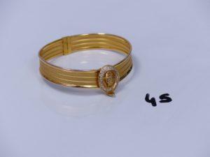 1 bracelet rigide ouvrant en alliage 14K fermoir ouvragé et orné de petites pierres (diamètre 5/6cm). PB 15g