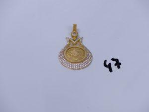 1 pendentif ouvragé en alliage 14K et orné de petites pierres (H4,5cm). PB 6,2g