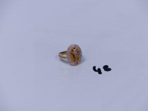 1 bague en alliage 14K motif central orné de 2 rangs de petites pierres (Td54). PB 3,2g