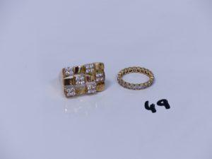 1 bague en or ornée de petites pierres (Td63) et 1 alliance en or ornée de petites pierres en tour complet (Td54). PB 7,7g