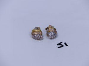 1 paire de boucles en or ornées de pierres (1 cassée). PB 12g