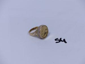 1 bague en or ornée de pierres (Td61, motif central cabossé). PB 5,6g