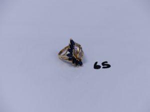 1 bague en or à décor floral orné de petites pierres et de petits diamants (Td59). PB 5,9g