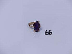 1 bague en or ornée d'une pierre violette (Td54). PB 6,3g