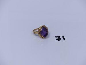 1 bague en or ornée d'une pierre violette (Td58). PB 6,2g