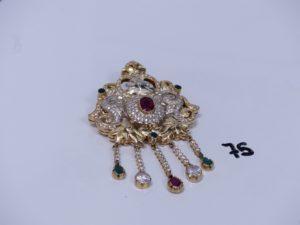 1 pendentif/broche en or orné de pierres (3 chatons vides, H9cm). PB 38,8g