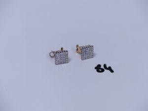 2 boucles bicolores en or ornées d'un pavage de petits diamants (fermoir à tige et clips). PB 9,9g