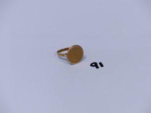 1 bague monture abîmée en or ornée d'une petite pièce usée (Td56). PB 5,3g