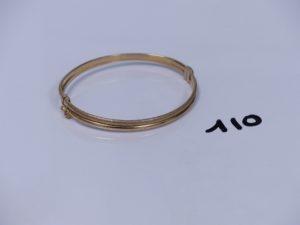 1 bracelet rigide articulé ouvrant et à 2 rangs en alliage 9K (diamètre 5,5/6cm). PB 5,2g