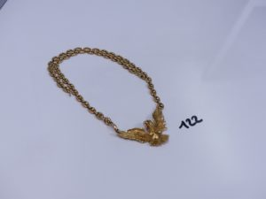 1 collier en or maille grain de café motif central à décor d'un aigle orné de petites pierres rouges (2 chatons vides,L56cm). PB 87,2g