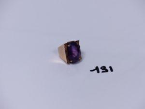 1 grosse bague en or ornée d'une pierre violette (1 petite soudure bas titre en alliage 14K Td53). PB 10,2g