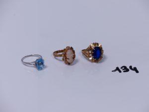3 bagues en or (1 ornée d'une pierre bleue Td55)(1 ornée d'un camée Td54)(1 ornée d'une pierre bleue foncée Td53). PB 10,7g