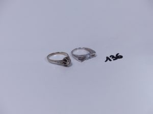 2 bagues en or (1 ornée de petits diamants Td60)(1 ornée d'une petite pierre et de petits diamants Td57). PB 7,9g