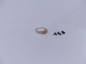 1 bague en or ornée de 3 petits diamants (Td53). PB 1,9g