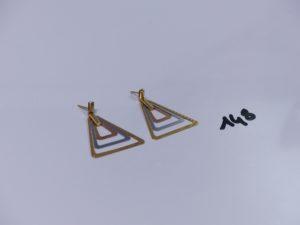 2 pendants 3 ors à décor de triangles (manque systèmes). PB 5g