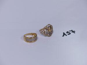 2 bagues en or (1 bicolore ornée de petits diamants Td55)(1 à décor floral Td56). PB 5,3g