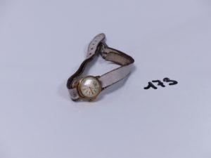 1 montre dame boîtier or de marque Vinde (HS, bracelet cuir à changer). PB 9,5g