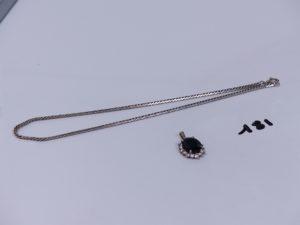 1 collier maille anglaise en or (L37cm) et un pendentif en or orné d'une pierre bleue entourage petits diamants. PB 15,1g