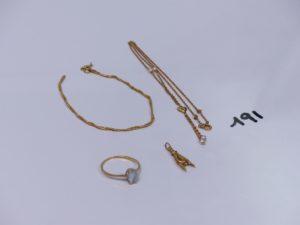 1 bracelet cassé, 1 collier orné de 2 perles et motif central à décor d'un coeur et pampilles ornées de 2 petites perles (L40cm), 1 bague ornée d'une pierre (Td57) et 1 pendentif main. Le tout en or. PB 5,9g