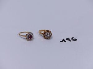 2 bagues en or (1 ornée d'une petite pierre rouge entourage pierres blanches Td55)(1 à décor floral orné de petites pierres blanches Td50). PB 5,6g