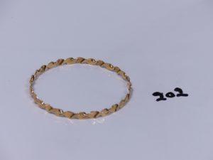 1 bracelet ouvragé en or (diamètre 7cm). PB 13,7g