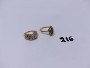 2 bagues en or (1 ornée d'une pierre verte et petits diamants Td57)(1 bicolore ornée de petits diamants et de 2 motifs à décor floral émaillé Td55). PB 8,3g